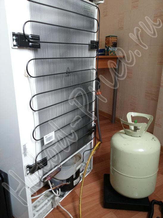 нагревается конденсатор холодильника
